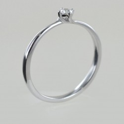 Small solitaire ring with diamond setting 00219