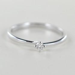 Kleiner Solitärring mit Diamant zum Valentinstag 0,06 Karat 00220