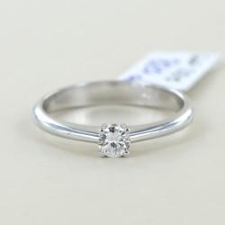 Mittlerer Solitärring mit 0,19 Karat Diamant 00225