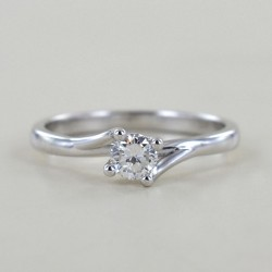 Mittlerer Solitärring mit Diamant-Valentine-Fassung 0,29 ct 00231
