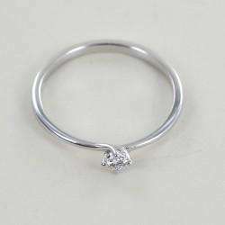 Kleiner Solitärring mit Diamant zum Valentinstag 0,09 Karat 00241