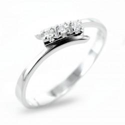 Kleiner Trilogie-Ring mit versetztem Stiel und Diamanten 0.05 00253