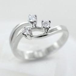 Bague fantaisie Trilogy en or et diamants ct 0,14 couleur G 00255