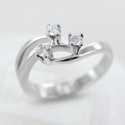 Trilogie Fantasy Ring in Gold und Diamanten ct 0,14 Farbe G 00255