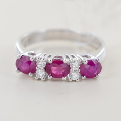 Ring with rubies and alternating diamonds 00265