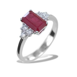 Central Ruby ring and side diamonds - Large Ruby 00273