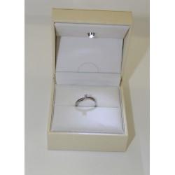 Solitaire ring aus weißgold 18 kt und diamanten