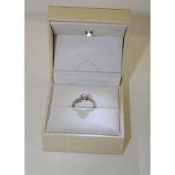 Anello Solitario in oro bianco 18 kt e diamanti