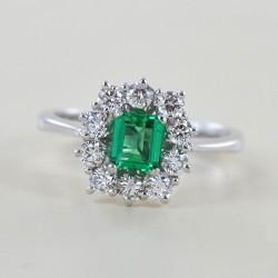 Anello rosetta Smeraldo da mezzo carato e Diamanti mezzo carato 00280