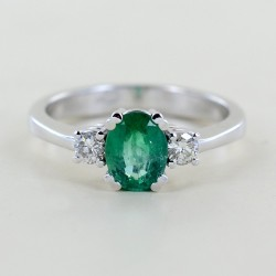 One carat emerald fancy ring and diamonds 00284