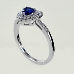Anello con Cuore Zaffiro e doppio contorno di Diamanti 00281