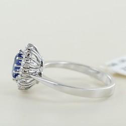 Anello classico in oro con Zaffiro da un carato e contorno di diamanti 00317