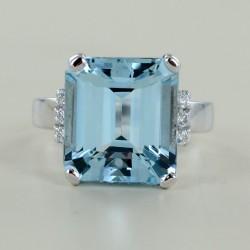Anello Acquamarina 6 carati e mezzo e trilogy di Diamanti 00327