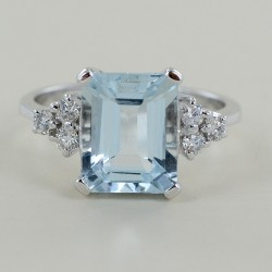 3 carat aquamarine ring and diamond trilogy 00328