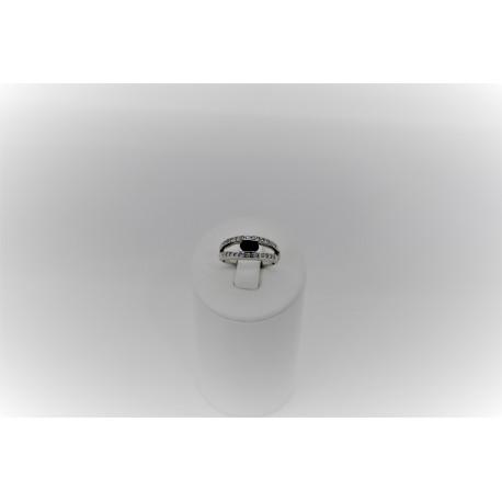 Anello in oro bianco 18 kt con diamanti e zaffiro