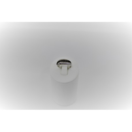Кольца с фианитами белыми и черными