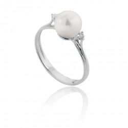 Ring with Akoya Pearl 8 - 8.5 and Diamonds 00348