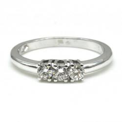 Anello Trilogy in oro bianco 18 kt con diamanti 0,30CT