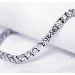 Теннисный браслет из серебра 925 пробы с белыми кубического циркония изысканный и элегантный